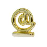 Enfeite em cerâmica Arroba dourado 06x08 cm