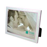 Porta retrato de aluminio filete rosa c/gravata de veludo 15x21