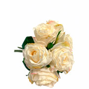 Buque de rosas creme com botão artificial 26 cm