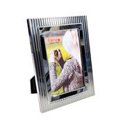 Porta retrato de metal decorado 10x15 cm