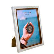 Porta retrato de plástico filete dourado 15x20 cm