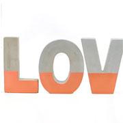 Enfeite Love cobre em cimento