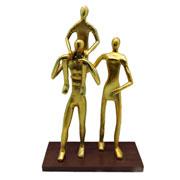 Escultura em metal familia dourado 41 cm