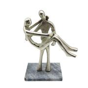 Escultura em metal e mármore casal prata 28x18 cm