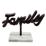 Escultura mármore e metal family ouro velho 25x18 cm