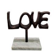 Escultura em mármore e metal love marrom 20 cm