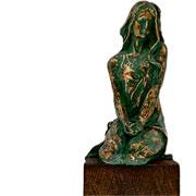 Escultura em resina mulher ouro/verde 10x28 cm