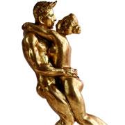 Escultura em resina abraço casal dourado 31 cm