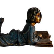 Escultura em resina Menina ouro velho 25x17 cm